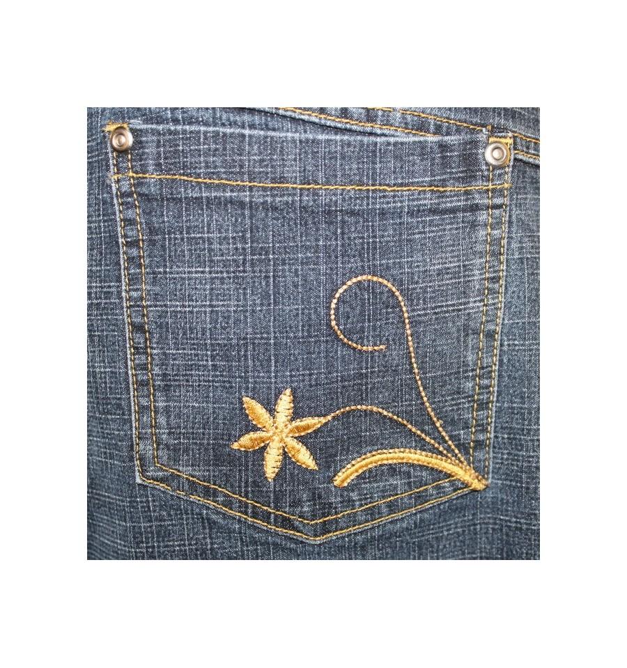 Вышивка на заднем кармане