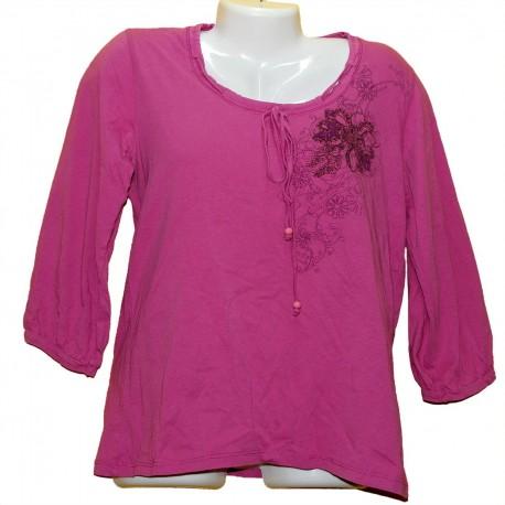 Удобная кофточка-футболка с отделкой и рисунком р.46-48