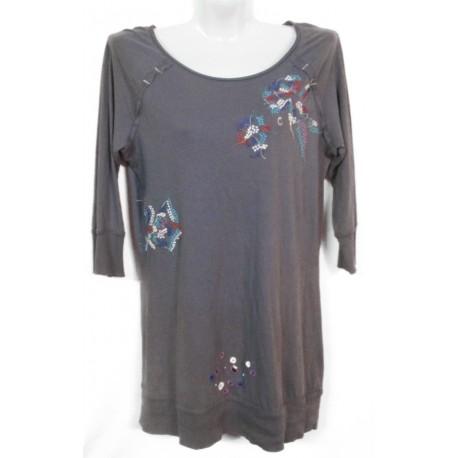 Дизайнерское платье-футболка с вышивкой